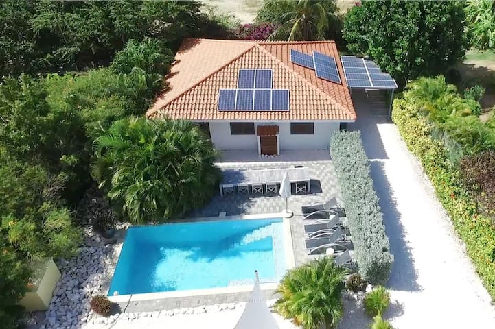 Tropical villa with a great pool! - Willemstad - Cabane