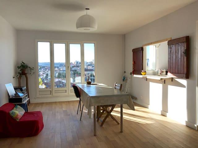 Spacious room with private bathroom near metro - Villejuif - Apartmen
