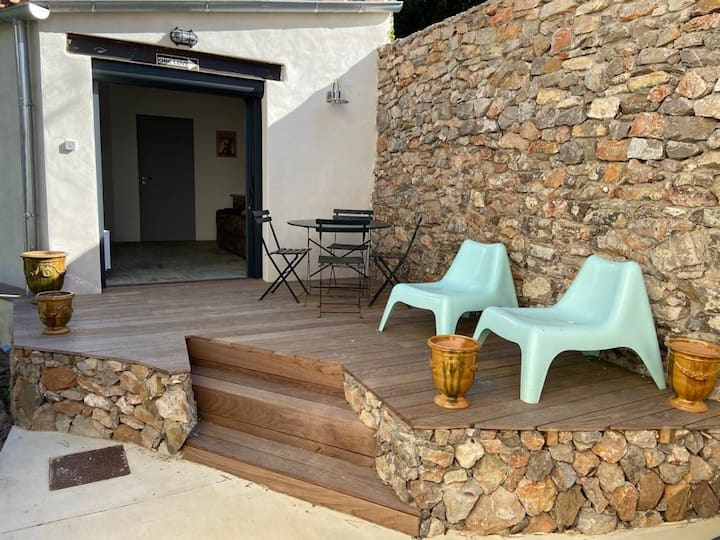 Studio indépendant quartier Corniche proche plages