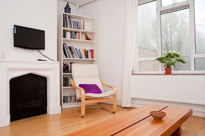 Bright, friendly & cosy room in big flat zone 2. - Londyn - Apartament