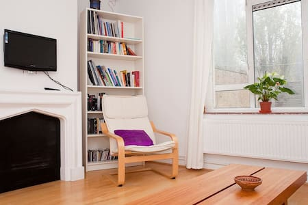 Bright, friendly & cosy room in big flat zone 2. - Londres