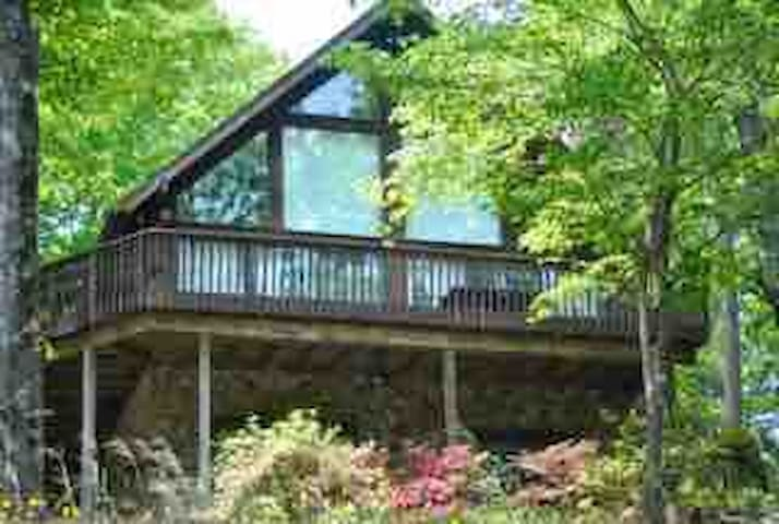 Large waterfront home in cove on Lake Jocassee!