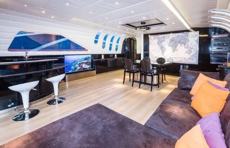 De Lux Yacht