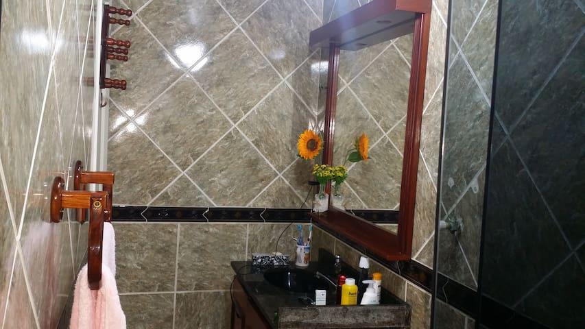 Banheiro - Pia  e Espelho.