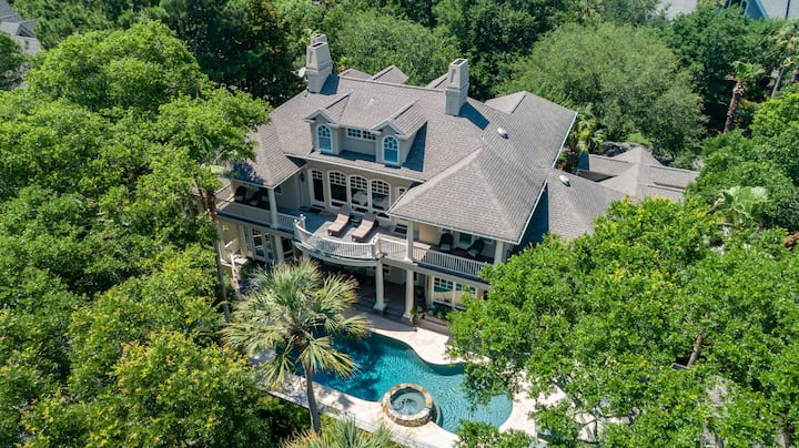 Updates abound!  Ultimate Kiawah Luxury house bring your whole family!