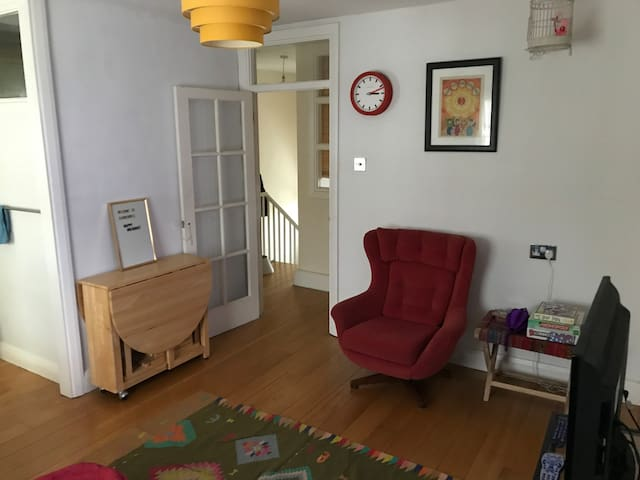 Colourful 1 Bed Apartment in Central Camberwell