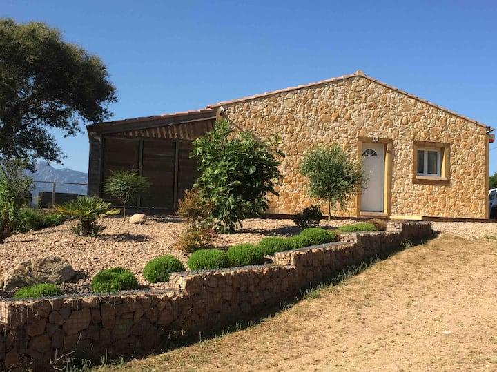 Maison face à l' Uomu di Cagna  piscine chauffée