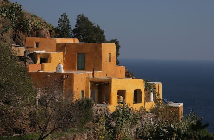 Alicudi Casa
