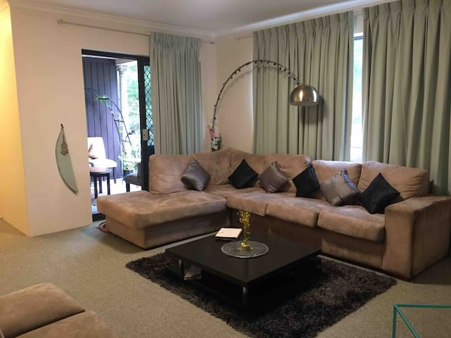 Private room in Dee why beach apartment