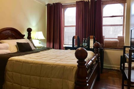Uptown NYC for Professionals!  Spacious Queen Bed