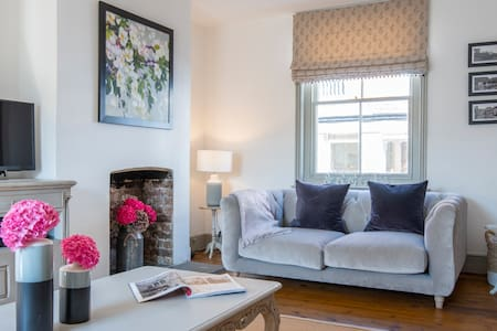 A Luxurious Retreat in the Heart of Lovely Arundel