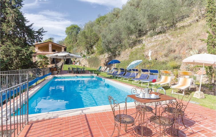 Holiday cottage with 5 bedrooms on 280m² in Camaiore LU
