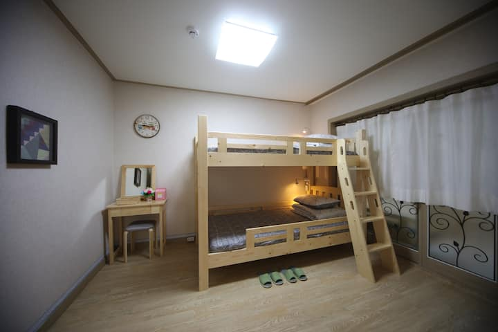 Dormitory Room(Woman)-BED1 (인당예약)