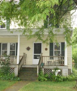 Old Farmhouse, entire house - Detroit - Casa