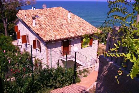 Appartamento in villa sul mare - San Vito Chietino - อพาร์ทเมนท์