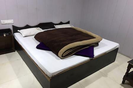 Janardan Hometay Nainital - Nainital - Bed & Breakfast
