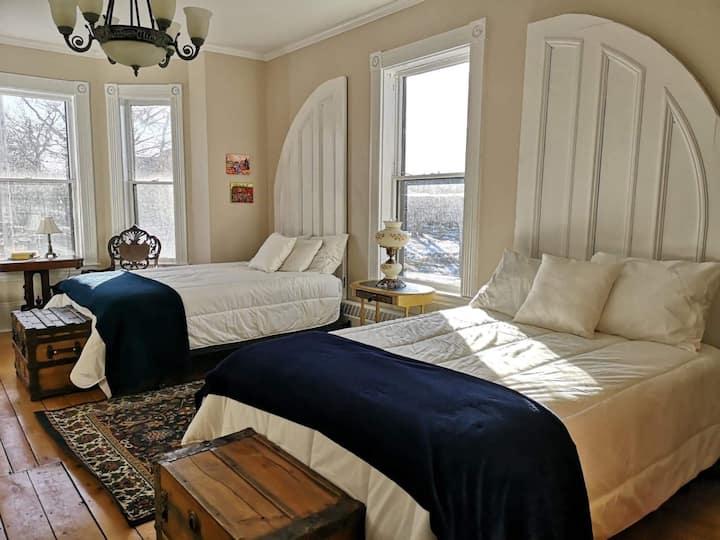Blythe Room- Carlisle House Inn