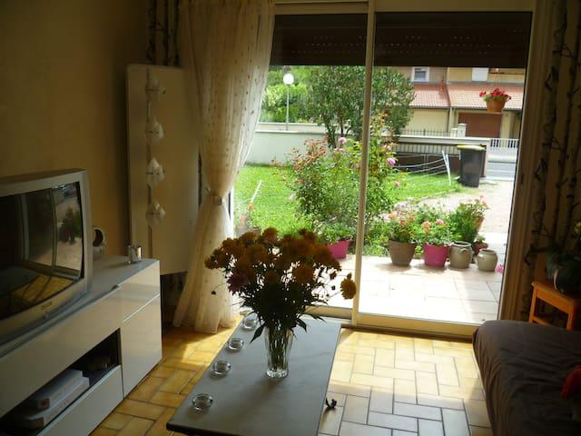 Chambre dans maison au calme - Riom - House
