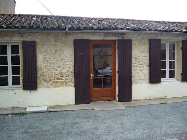 Petite maisonnette à la campagne - Montaner