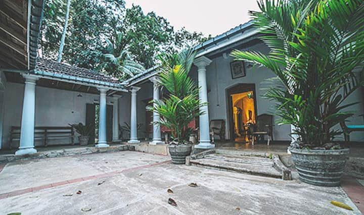 Kandy: Colonial Plantation House
