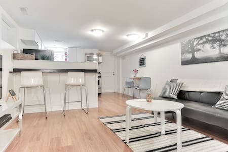 Brand New, entire space, clean,great neighbourhood - Byt