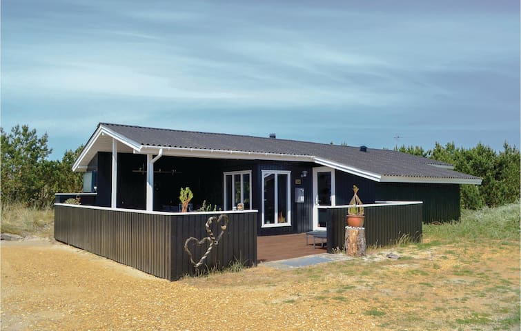 Holiday cottage with 3 bedrooms on 71m² in Hvide Sande