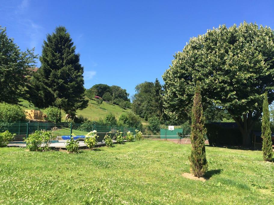 vue du parc depuis l'entrée de la propriété