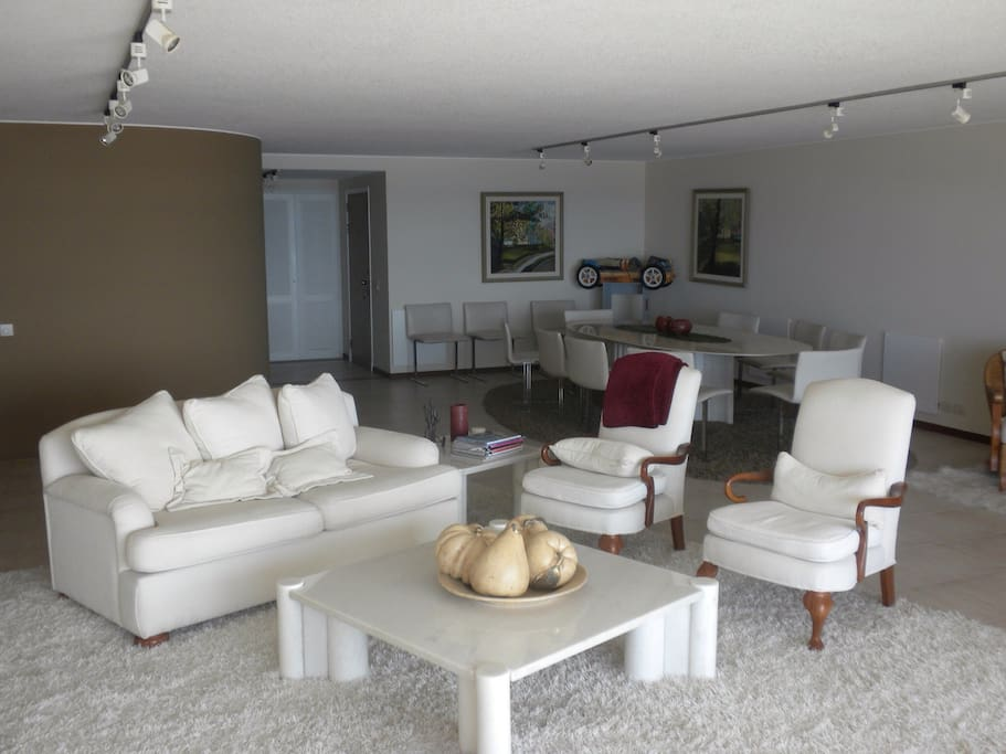 Very well furnished apartment with generous space.