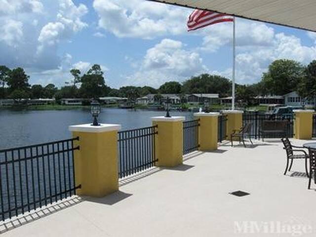 Mid Florida Lakes Charming home