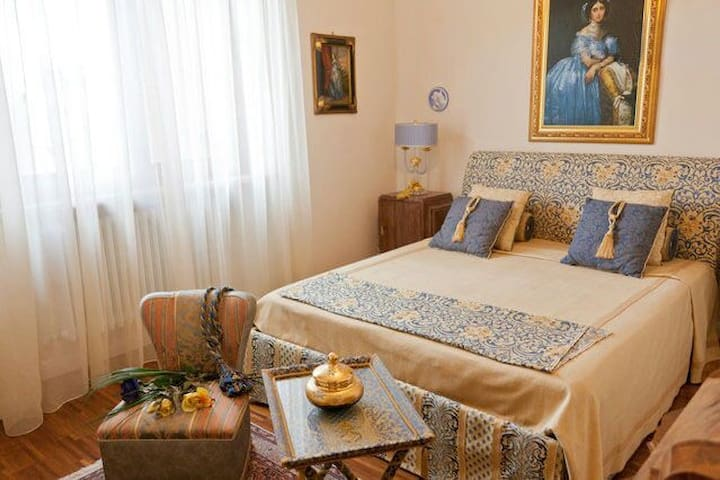 "B&B ""Villa ai Cedri"" Seconda stanza - Sommacampagna - Bed & Breakfast"