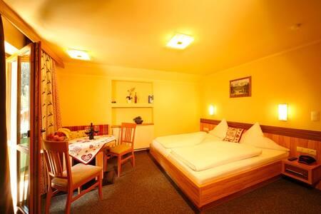 Gemütliche 2-Zimmer-WG im Tirolstil - Gries - Apartment