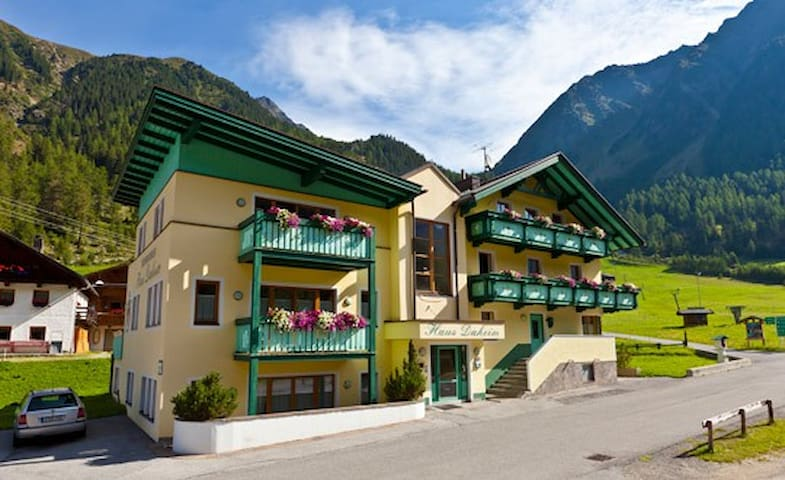 Gemütliche 2-Zimmer-WG im Tirolstil - Gries - Lägenhet