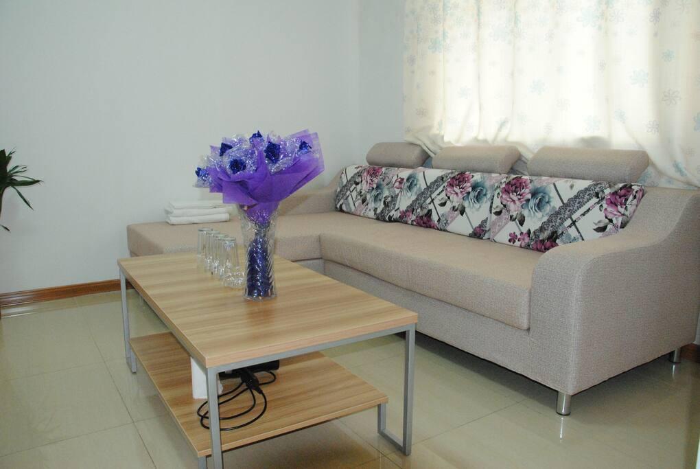 客厅宽敞舒适豪华L型沙发,
