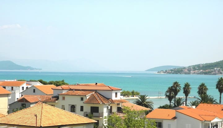 Apartment with a seaview_1, Trogir