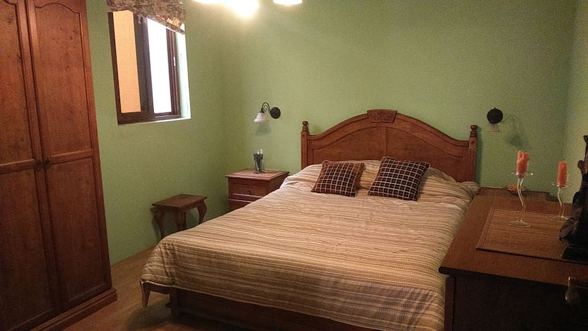 nice double room in gharb - L-Għarb - Apartamento