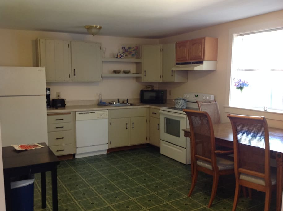 Sunny Kitchen with full dishwasher, large table and new stove. Fully equipped.