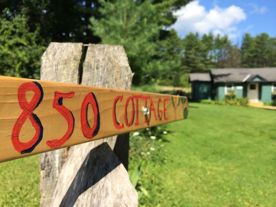 Cottage driveway entrance sign/pointer viewed from Meadowbrook Rd between 840 [Barn] and 850 Host's residence.