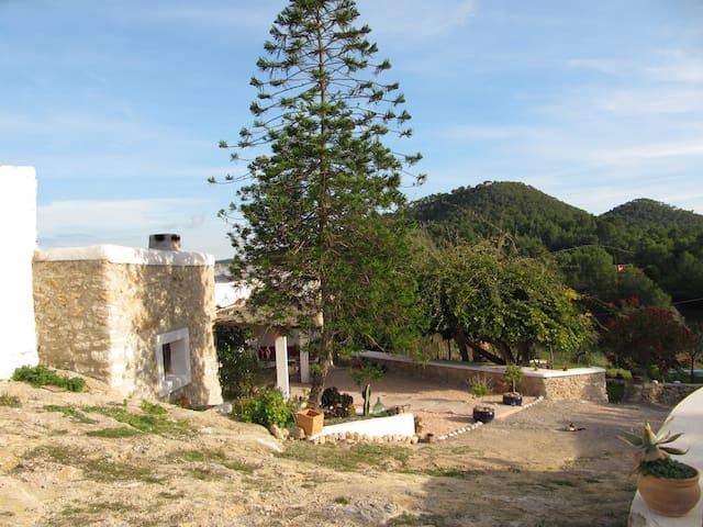 TIPICAL OLD HOUSE CAN ALOUI IBIZA - Santa Eulària des Riu - House