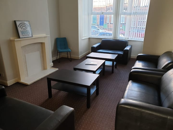 City Centre Close, 3 to 5 Beds **SHORT/LONG STAY**