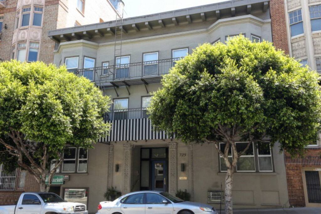 Beautiful renovated 1920s building in the residential area of Nob Hill