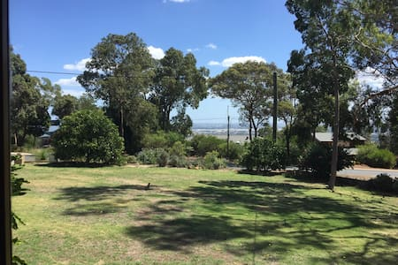 Close to Airport in the Hills - Kalamunda - บ้าน