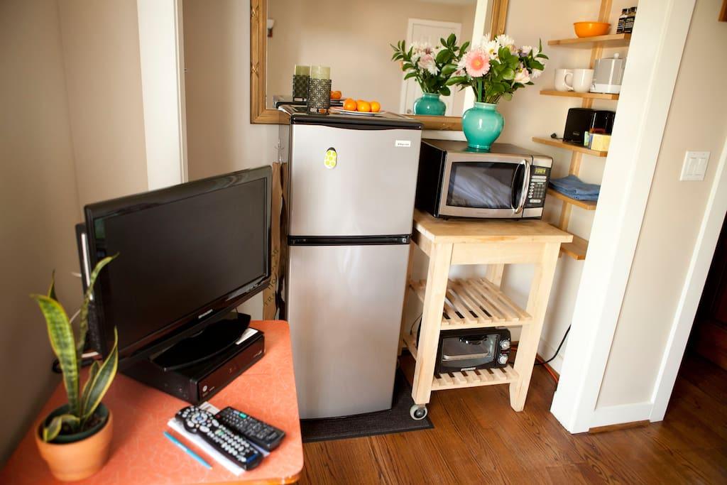 kitchen lite and tv