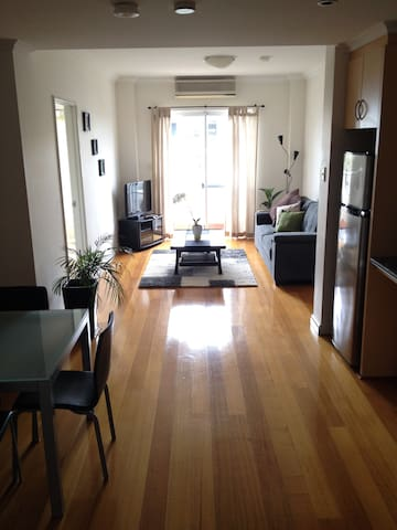 CITY 1BD MODERN APT + Parking +WIFI - West Perth - Departamento