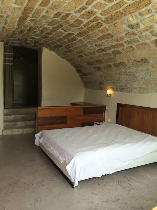 Chambres typiques en pierre voûtée