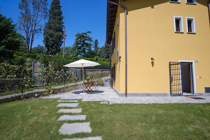 La Costa2-newly apartment in villa nearby the lake