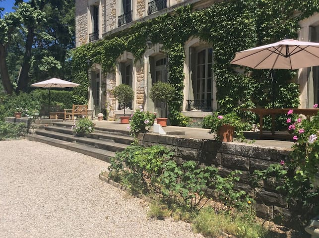 Chateau des Charmes: 5 rooms at 120€ each for 2 p. - Guéreins