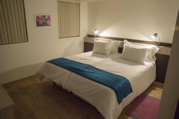 Hotel CasadelViajero a 10km de apto - Quito - Bed & Breakfast