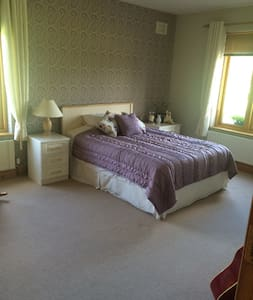 Luxury B & B - Straffan Co Kildare. - Straffan