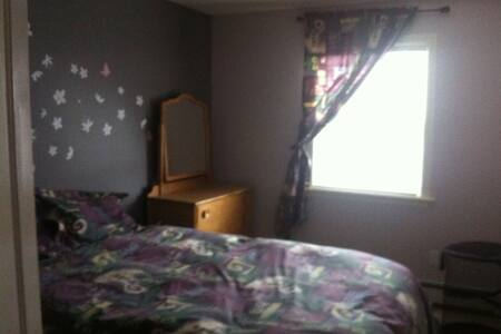 Room available in house - Halifax