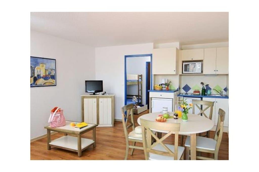 Studio cabine parking centre ville le touquet 12 for Separation decorative entre 2 pieces